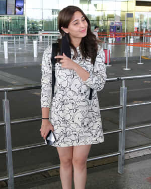 Dhvani Bhanushali - Photos: Celebs Spotted At Airport | Picture 1756122