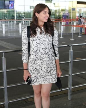 Dhvani Bhanushali - Photos: Celebs Spotted At Airport | Picture 1756123