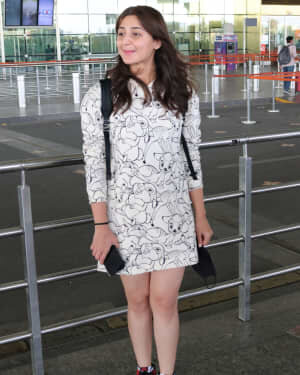 Dhvani Bhanushali - Photos: Celebs Spotted At Airport | Picture 1756124