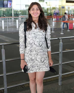 Dhvani Bhanushali - Photos: Celebs Spotted At Airport | Picture 1756132
