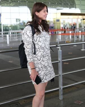 Dhvani Bhanushali - Photos: Celebs Spotted At Airport | Picture 1756126