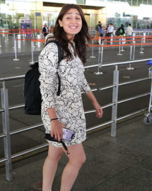 Dhvani Bhanushali - Photos: Celebs Spotted At Airport | Picture 1756128