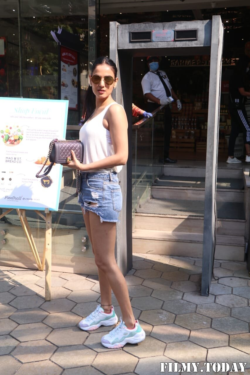Photos: Sonal Chauhan Spotted At Food Hall | Picture 1756109