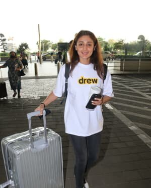 Dhvani Bhanushali - Photos: Celebs Spotted At Airport | Picture 1756459
