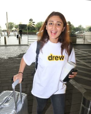Dhvani Bhanushali - Photos: Celebs Spotted At Airport | Picture 1756458