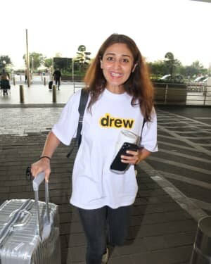 Dhvani Bhanushali - Photos: Celebs Spotted At Airport | Picture 1756457