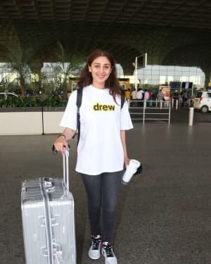 Dhvani Bhanushali - Photos: Celebs Spotted At Airport | Picture 1756456