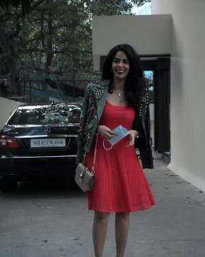 Mallika Sherawat - Photos: Celebs Spotted At Bandra | Picture 1758475