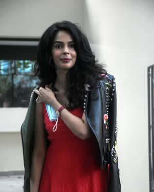 Mallika Sherawat - Photos: Celebs Spotted At Bandra | Picture 1758481