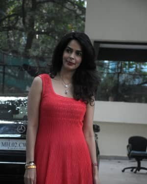 Mallika Sherawat - Photos: Celebs Spotted At Bandra | Picture 1758486
