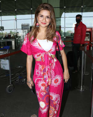 Avneet Kaur - Photos: Celebs Spotted At Airport