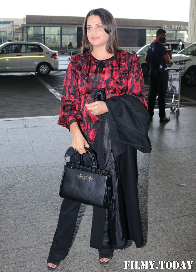 Himanshi Khurana - Photos: Celebs Spotted At Airport   Picture 1759676