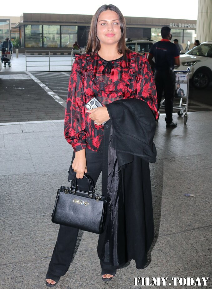 Himanshi Khurana - Photos: Celebs Spotted At Airport | Picture 1759677