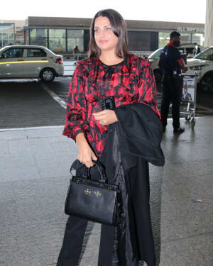 Himanshi Khurana - Photos: Celebs Spotted At Airport | Picture 1759676