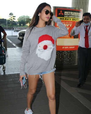 Sonal Chauhan - Photos: Celebs Spotted At Airport | Picture 1760744