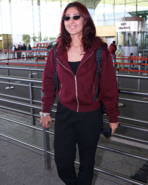 Dhvani Bhanushali - Photos: Celebs Spotted At Airport | Picture 1761506