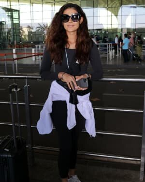 Aakanksha Singh - Photos: Celebs Spotted At Airport