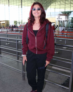 Dhvani Bhanushali - Photos: Celebs Spotted At Airport | Picture 1761507