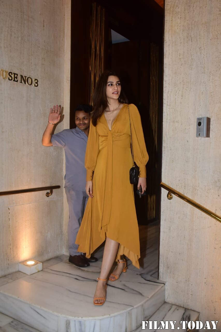 Kriti Sanon - Photos: Celebs At Manish Malhotra House Party | Picture 1761817