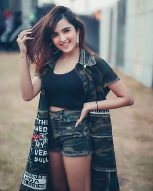 Shirley Setia Latest Photos   Picture 1743686