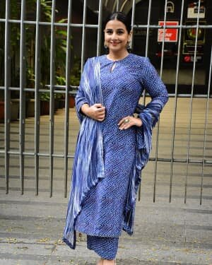 Photos: Vidya Balan Spotted At Siddharth Roy Kapoor's Office | Picture 1745312