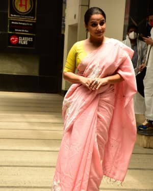 Photos: Vidya Balan Spotted At Siddharth Roy Kapoor's Office | Picture 1745305