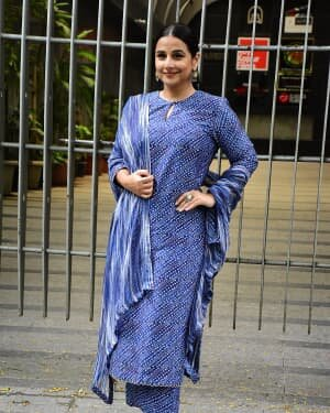 Photos: Vidya Balan Spotted At Siddharth Roy Kapoor's Office | Picture 1745311