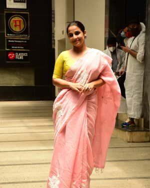 Photos: Vidya Balan Spotted At Siddharth Roy Kapoor's Office | Picture 1745304