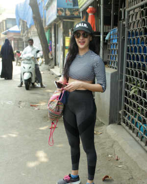Amyra Dastur - Photos: Celebs Spotted At Juhu | Picture 1750943