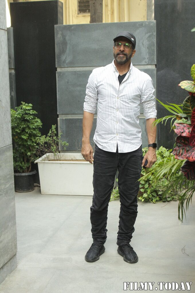 Javed Jaffrey - Photos: Promotion Of Film Coolie No 1 At Pooja Films Office   Picture 1750953