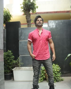 Varun Dhawan - Photos: Promotion Of Film Coolie No 1 At Pooja Films Office | Picture 1750965