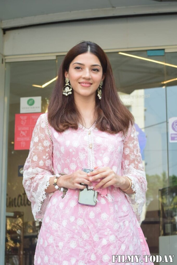 Mehreen Kaur - Photos: Celebs Spotted At Juhu   Picture 1750940