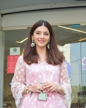 Mehreen Kaur - Photos: Celebs Spotted At Juhu | Picture 1750940