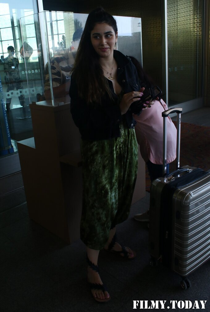 Warina Hussain - Photos: Celebs Spotted At Airport   Picture 1782871