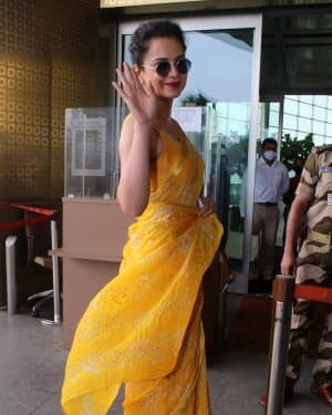 Kangana Ranaut - Photos: Celebs Spotted At Airport | Picture 1790086
