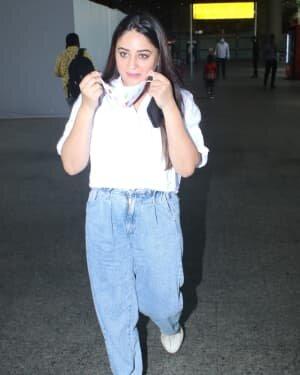 Mahhi Vij Bhanushali - Photos: Celebs Spotted At Airport | Picture 1790073