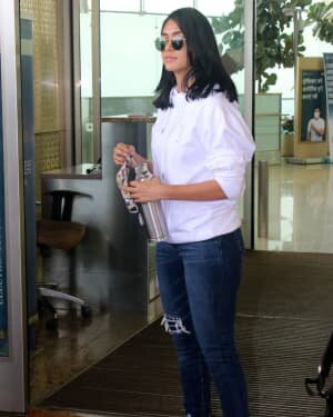 Mrunal Thakur - Photos: Celebs Spotted At Airport | Picture 1790060
