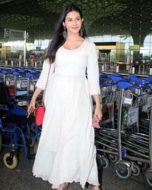 Amyra Dastur - Photos: Celebs Spotted At Airport