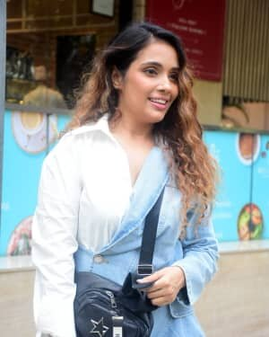Veronica Vanij - Photos: Celebs Spotted Outside Food Hall At Santacruz