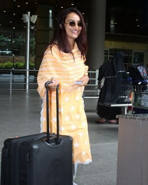 Surbhi Jyoti - Photos: Celebs Spotted At Airport | Picture 1820709