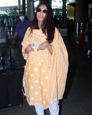 Surbhi Jyoti - Photos: Celebs Spotted At Airport   Picture 1820715