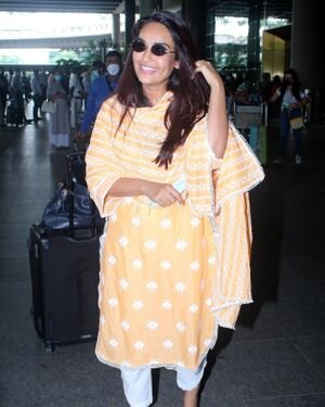 Surbhi Jyoti - Photos: Celebs Spotted At Airport   Picture 1820714