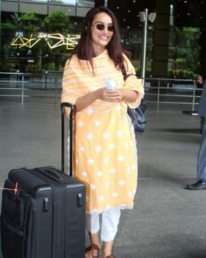 Surbhi Jyoti - Photos: Celebs Spotted At Airport   Picture 1820713
