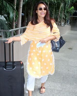 Surbhi Jyoti - Photos: Celebs Spotted At Airport   Picture 1820710