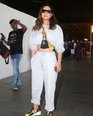 Hina Khan - Photos: Celebs Spotted At Airport