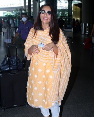 Surbhi Jyoti - Photos: Celebs Spotted At Airport   Picture 1820716