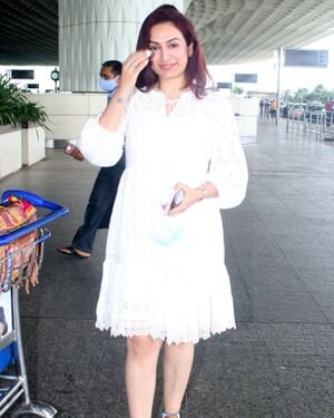 Akriti Kakkar - Photos: Celebs Spotted At Airport | Picture 1820799