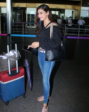 Manmeet Kaur - Photos: Celebs Spotted At Airport | Picture 1821109