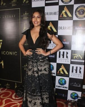 Surbhi Chandna - Photos: Celebs At The Red Carpet International Iconic Awards Season 7 | Picture 1822172