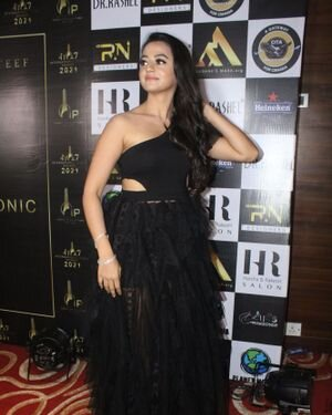 Helly Shah - Photos: Celebs At The Red Carpet International Iconic Awards Season 7 | Picture 1822163